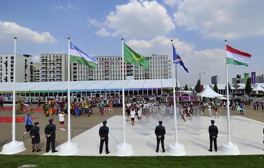 magyar zsászló lobog az olimpiai falunál