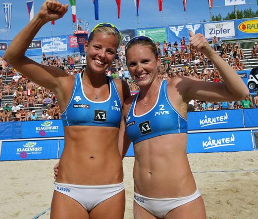 Slukova és Kolocova szexi sportoló lányok